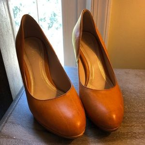 Cole Haan tan leather pumps